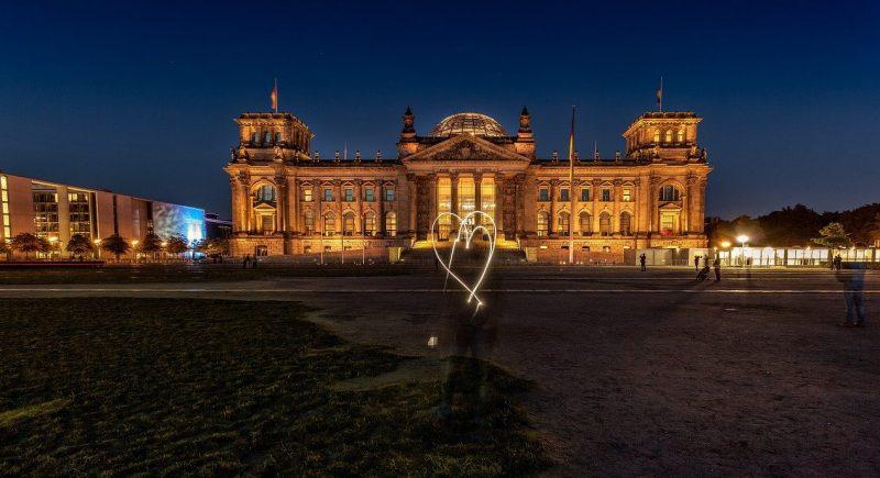 Bundestag - Wir treten zurück.